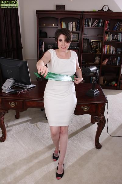 Nerdy mom Sadie Jones is quick to get naked and spread MILF vagina