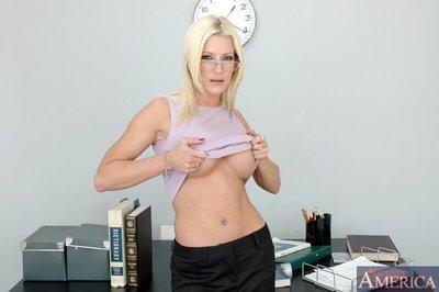 Gorgeous MILF teacher in glasses lauren Kain got her wet slit fucked