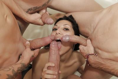 Latina MILF Franceska Jaimes sucks and fucks two dicks in wicked MMF 3some