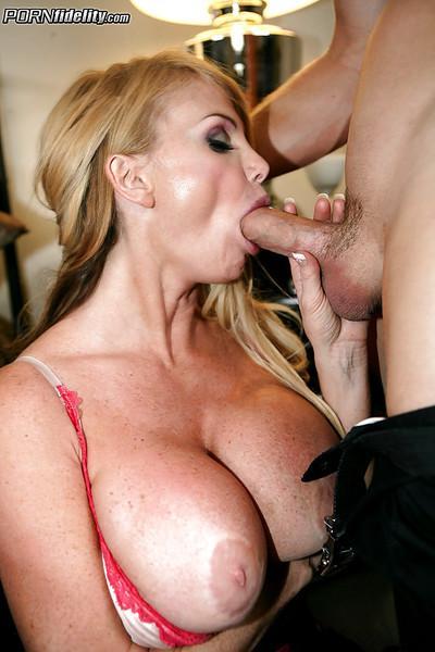 Hardcore fuck scene features a big tits cougar milf Taylor Wane