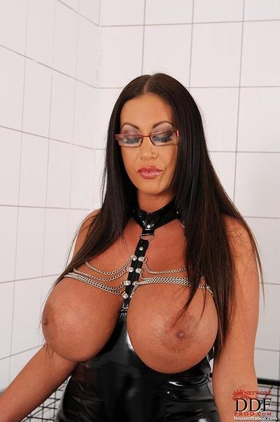 Curvaceous MILF in glasses Emma Butt having fun with her human pet