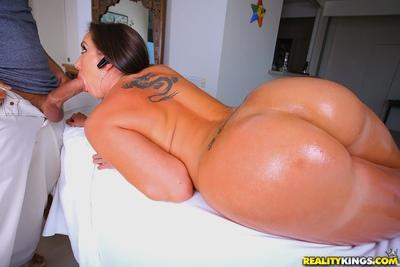 Curvaceous MILF Kelly Divine gets her big ass fucked after a massage