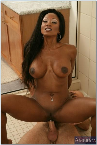 Stunning ebony babe seducing guy with her sexy curves in the shower