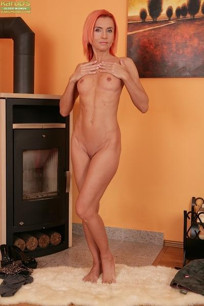 Sensual milf with red hair Klarisa Hot is lying naked on the floor