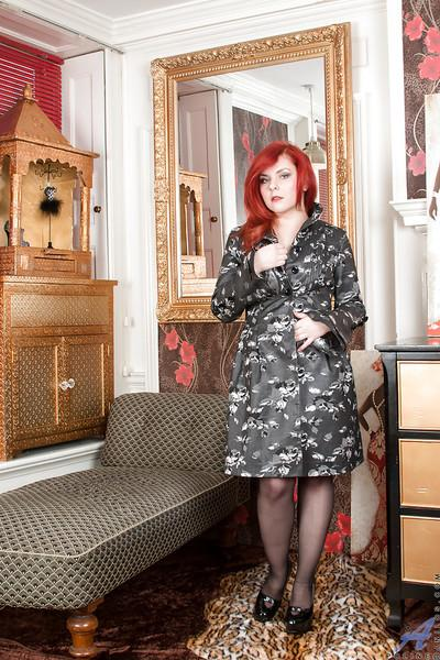 Redheaded MILF Poline flashing thigh, stockings and garters under coat