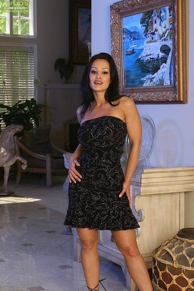 Leggy brunette MILF Lisa Ann bent over for trimmed vagina spreading