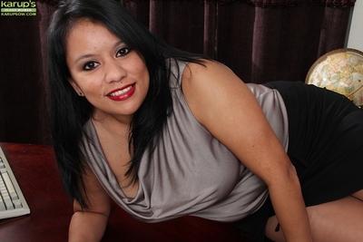 Brunette lady Lucey Perez is demonstrating her marvelous legs