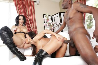Lisa Ann and Jayden James are sucking this amazing big pole!