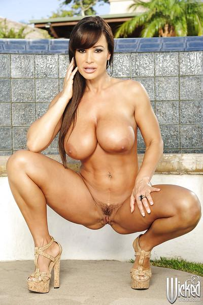 Curvaceous MILF Lisa Ann stripping off her dress and lingerie outdoor