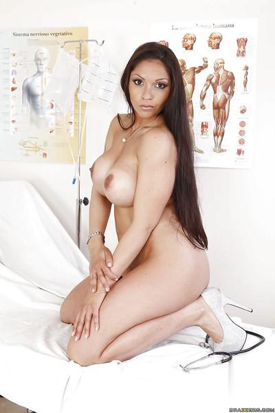 Marta La Croft is getting naked and playing with sexy pussy!
