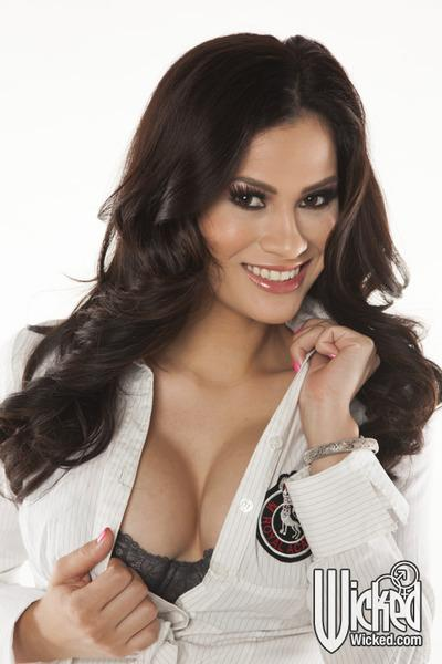 Busty latina babe Vanessa Veracruz taking off her school uniform
