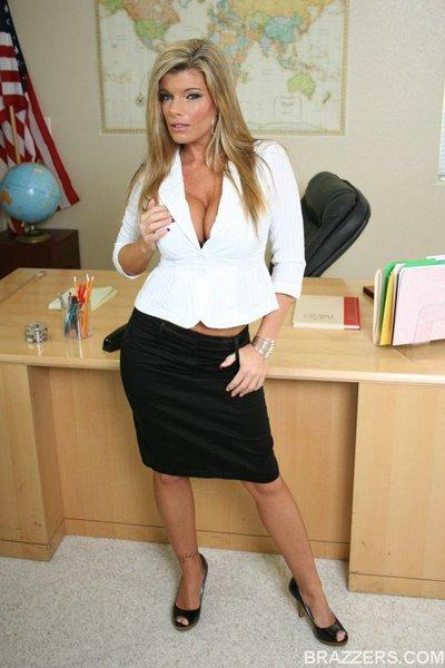 Big titted MILF teacher Kristal Summers feels her spread pussy