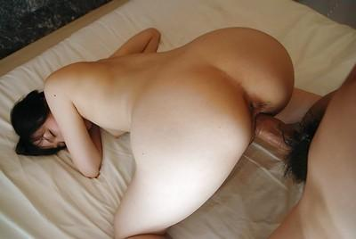 Asian MILF gives a sensual blowjob and enjoys passionate twatting