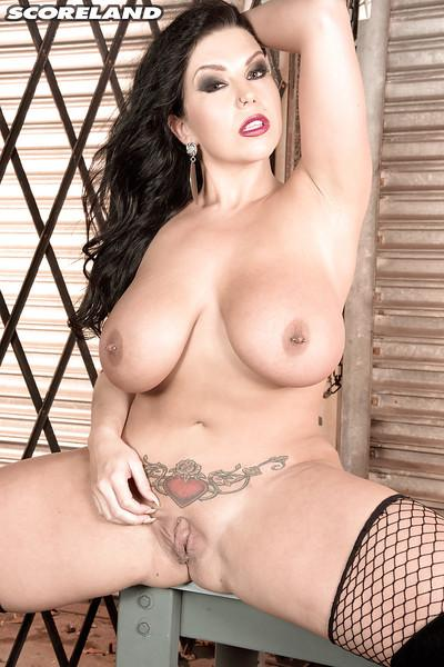 Tattooed MILF babe Sheridan Love exposing nice melons and pierced nipples