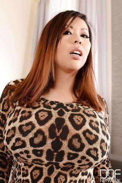 Masturbating scene with big tits girl Tigerr Benson showing off