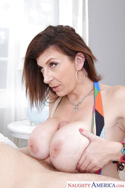 Chesty cougar Sara Jay practices her seduction technique on younger man
