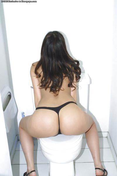 Brunette babe with a big ass Alaura undressing her cute panties