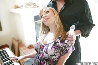 MILF housewife Adrianna Nicole gets her ass and cunt toyed hard