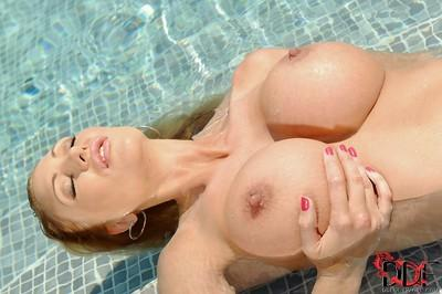 Gorgeous milf with hot face and huge boobs Leigh Darby at the poolside