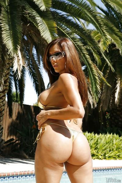 Fatty latina milf Francesca showing that body outdoor by the pool