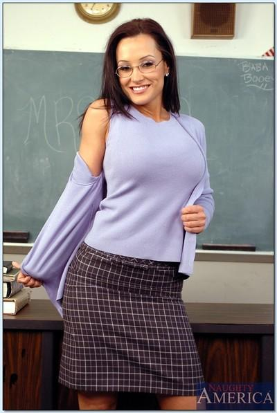MILF teacher in glasses Lisa Ann denudes her smashing assets in class