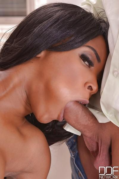 Threesome sex scene features Ebony milf Kiki Minaj doing blowjob