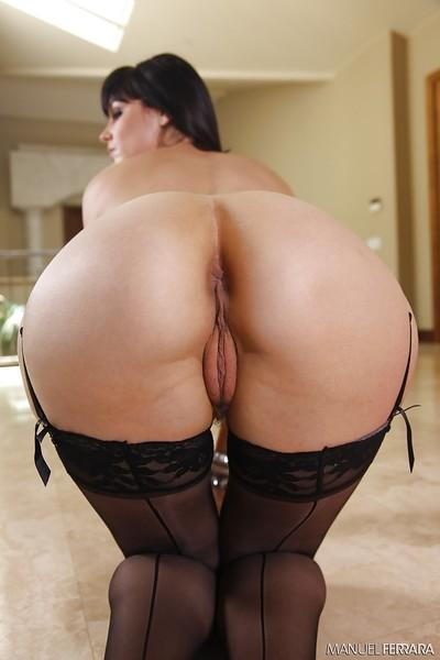 Tall brunette Bobbi Starr shows off her juicy big booty and small tits