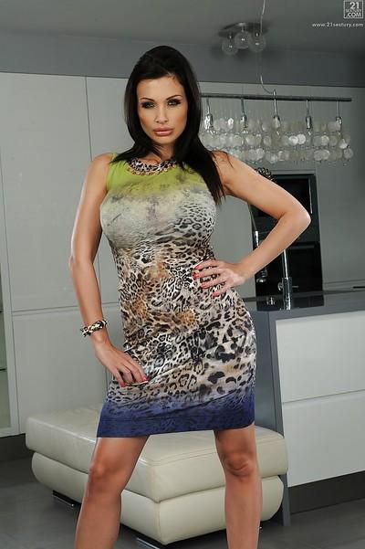 Big tanned tits on Milf Aletta Ocean and she isn