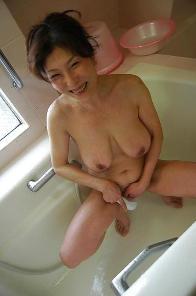 Full-bosomed asian MILF with nice ass Masako Suzuki taking shower