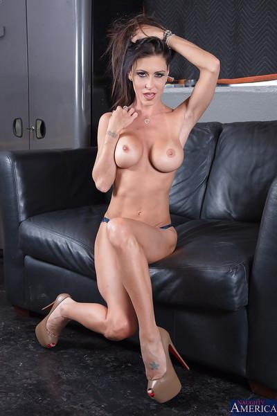 Jessica Jaymes may want you too look at her more closely here