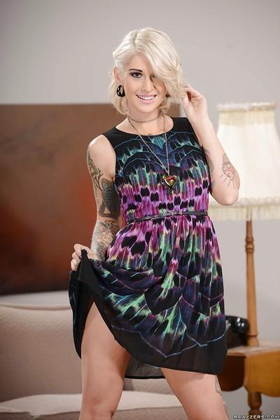 Tattooed wife babe Kleio Valentien is spreading her fabulous caboose