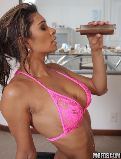 Lustful latina MILF Emanuelle Diniz enjoys hardcore anal pounding