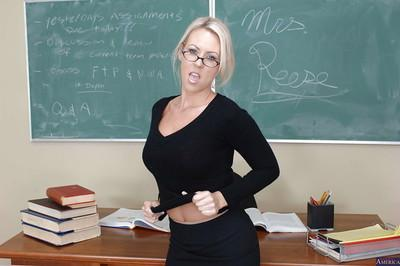Milf teacher with blonde hair Carolyn Reese loves undressing after classes