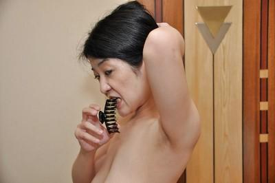 Fuckable asian MILF with flabby jugs Satoko Miyazawa taking shower