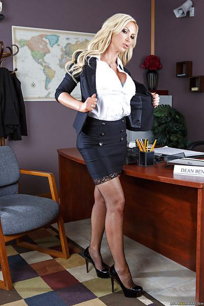 Tremendous office milf Nikki Benz does sexy things during lunch time