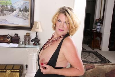 Pretty milf with sagging tits Kelsey Johnson makes everyone hard