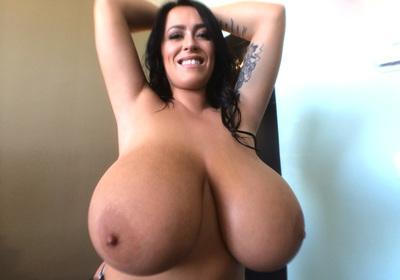 Big-tit slut Leanne Crow takes off her bra like a pornstar!