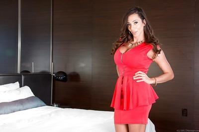 Brunette Latina babe Ariella Ferrera gets ready for her massage
