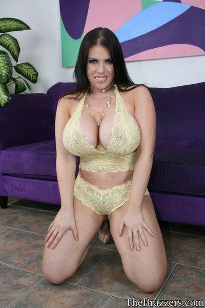 Busty MILF Daphne Rosen shows her body in lingerie and naked