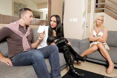Milf wife Kimberly Kendall enjoys a threesome groupsex with Simone Sonay