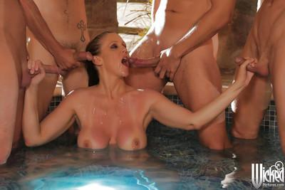 Outdoor blowjob done by a milf pornstar Julia Ann at the pool