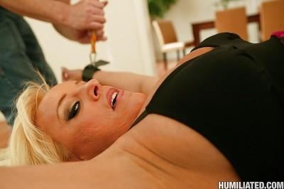 MILF babe Alexis Golden stretches her cunt hardcore in BDSM sex