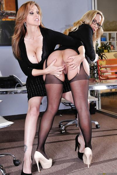 Sweeties Julia Ann and Olivia Austin are stretching their pussies