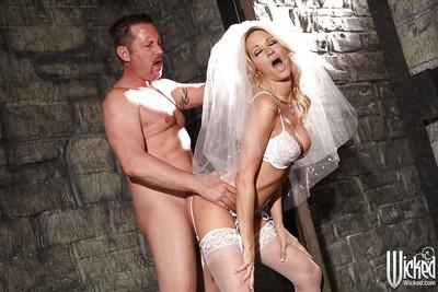 Jaw-dropping sexy bride Jessica Drake gets passionately fucked