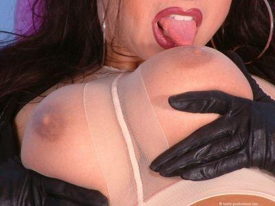 Brunette fetish babe taking off her latex suit and toying her asshole