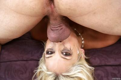 Milf slut Sarah Vandella is enjoying an amazing deepthroat from her man