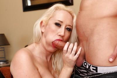 Blonde mom Alana Evans getting chipmunked by big cock in close ups