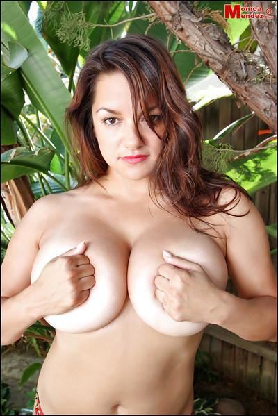 Busty beauty Monica Mendez shows off her amazing naked shape!