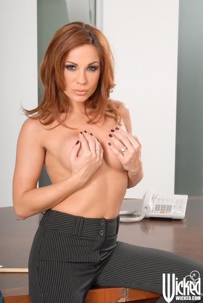 MILF babe with a big breast Kirsten Price shows off her tight body