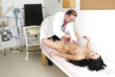 Brunette milf Victoria Rose visits fitish-addicted gyno doctor